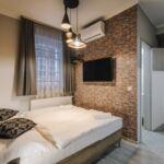 Apartament la parter cu chicineta proprie cu 1 camera pentru 2 pers.