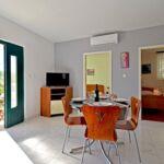 Apartament cu aer conditionat cu vedere spre mare cu 2 camere pentru 6 pers. A-16022-a