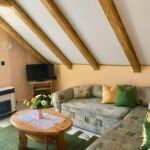 Apartament familial(a) la mansarda cu 2 camere pentru 4 pers. (se poate solicita pat suplimentar)