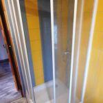 Zuhanyzós erkélyes 3 fős apartman (pótágyazható)