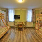 Udvarra néző földszinti ötágyas szoba (pótágyazható)
