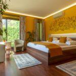 Erkélyes Deluxe franciaágyas szoba (pótágyazható)