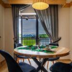 Apartament 4-osobowy z balkonem z widokiem na góry z 2 pomieszczeniami sypialnianymi (możliwa dostawka)