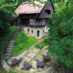 Erdőre néző erkélyes 15 fős villa (pótágyazható)