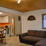 Erdőre néző emeleti 4 fős apartman 2 hálótérrel (pótágyazható)