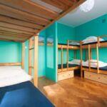 6-Bett-Zimmer Gemeinsames Badezimmer mit Eigener Teeküche
