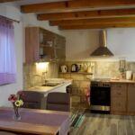 Apartman s klimatizací s terasou s manželskou postelí s 1 ložnicí (s možností přistýlky)