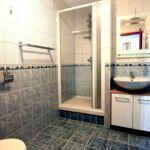 Zuhanyzós kétágyas szoba