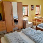 Pokój 4-osobowy z prysznicem z aneksem kuchennym