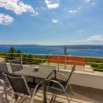Apartman s balkónem pro 5 os. se 2 ložnicemi s výhledem na moře