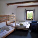 Zuhanyzós teraszos négyágyas szoba (pótágyazható)