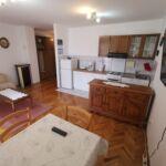 Apartman s klimatizací pro 4 os. se 2 ložnicemi v přízemí