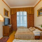 Comfort Upstairs 2-Room Apartment for 6 Persons (extra bed available)