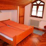 Apartament la mansarda cu aer conditionat cu 3 camere pentru 6 pers.