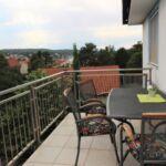 Apartament cu balcon cu aer conditionat cu 3 camere pentru 5 pers.