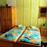 Apartament 4-osobowy z prysznicem ze wspólnym aneksem kuchennym (możliwa dostawka)