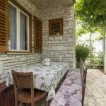 Apartman s klimatizací s terasou pro 4 os. se 2 ložnicemi A-18334-a