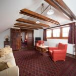 Tetőtéri franciaágyas szoba (pótágyazható)