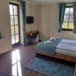 Camera dubla la parter cu terasa (se poate solicita pat suplimentar)