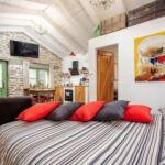 Letní dům (jako celek) s manželskou postelí