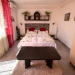 Emeleti kétágyas szoba Közös konyhával