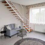 Apartman pro 8 os. se 4 ložnicemi s výhledem na město na poschodí