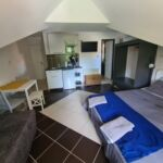 Apartament la mansarda cu balcon cu 1 camera pentru 2 pers.
