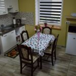 Apartman s klimatizací pro 4 os. se 2 ložnicemi s výhledem do zahrady