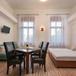 Apartament la etaj cu vedere spre oras cu 1 camera pentru 3 pers.