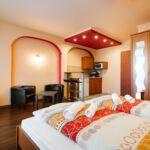 Apartament la parter cu balcon cu 1 camera pentru 2 pers. (se poate solicita pat suplimentar)