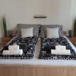 Apartament exclusive la parter cu 2 camere pentru 4 pers. (se poate solicita pat suplimentar)