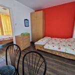 Apartament 4-osobowy na piętrze z widokiem na jezioro z 2 pomieszczeniami sypialnianymi