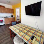 Apartman pro 6 os. se 3 ložnicemi s výhledem na jezero na poschodí